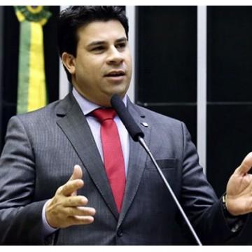 O Deputado Federal, Carlos Veras, solicitou a criação de comissão para acompanhar as causas dos óleos nas praias do Nordeste