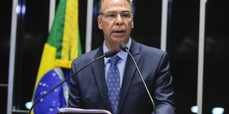 Além do senador, o deputado federal Fernando Bezerra Filho (DEM-PE) também é alvo das investigações