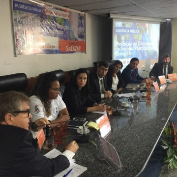 Audiência pública na Câmara Municipal debate a distribuição de sacolas plásticas no comércio do Recife