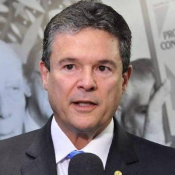 """""""O governo federal esteve ausente, e quando esteve presente errou"""", afirma deputado André de Paula"""