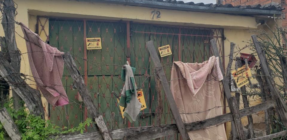 Homem morre após receber choque elétrico em cerca clandestina na própria casa em Caruaru
