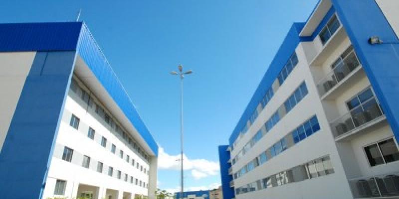 São ofertados cursos nas áreas de saúde, negócios, engenharias, comunicação, direito, psicologia e tecnologia