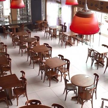 Cai em mais de 20% o consumo de alimentação em bares e restaurantes no Estado