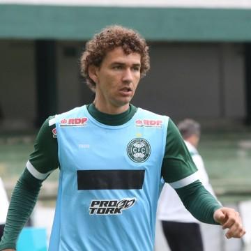 Santa Cruz direciona acerto com o lateral-esquerdo Fabiano