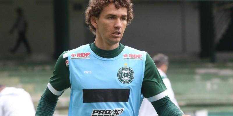 O jogador Fabiano de 29 anos estava atuando no Coritiba do Paraná