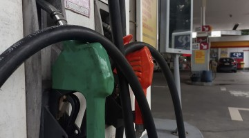 Gasolina sobe R$ 0,15 nas refinarias; valor para consumidor depende de cada posto
