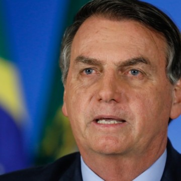 Bolsonaro assina novo protocolo para uso da cloroquina nesta quarta
