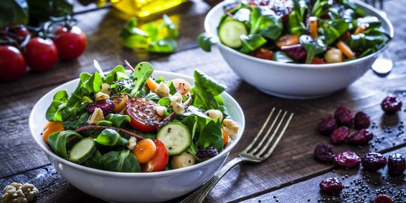 Nutricionista aponta a importância do consumo de alimentos naturais, ricos em vitamina C e fibras para a recuperação do corpo