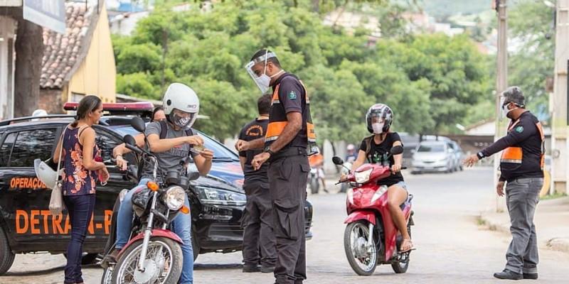 Somente neste sábado (27), após dez dias de operação, pouco mais de quatro mil pessoas foram orientadas pelas forças de segurança pública