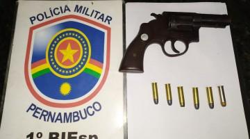 Polícia prende homem por porte ilegal de arma de fogo