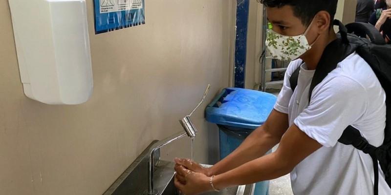 Diretora do Sindicato dos Trabalhadores em Educação do Estado de Pernambuco (Sintepe) destaca a falta de estrutura como um dos motivos para a deflagração do estado de greve pelos professores da rede estadual de ensino