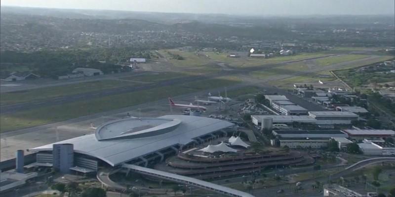 Segundo a Polícia Federal, um passageiro angolano, de 43 anos, que não teve a identidade divulgada, passou mal no voo, após ter engolido cápsulas de cocaína