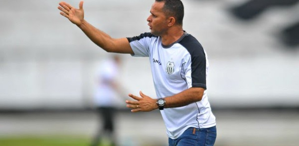 CATENDE É O NOVO TÉCNICO DO CENTRAL