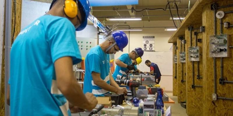Emprego e uso da capacidade instalada continuaram a crescer