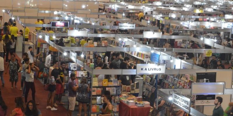 A Bienal Internacional do Livro de Pernambuco já começou e segue até o dia 12 de outubro, das 10h, até as 21h