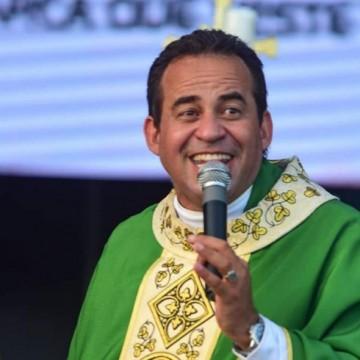 Pároco de Tamandaré, Padre Arlindo recebe a mais alta comenda do TJPE