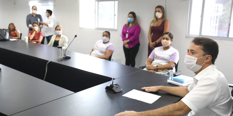 Na manhã desta quarta-feira (20), o prefeito Anderson Ferreira recebeu um grupo de artesãs que, na ocasião, representaram os 633 cadastrados