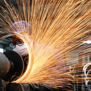 Confiança da indústria cresce 15,2 pontos na prévia de junho, diz FGV