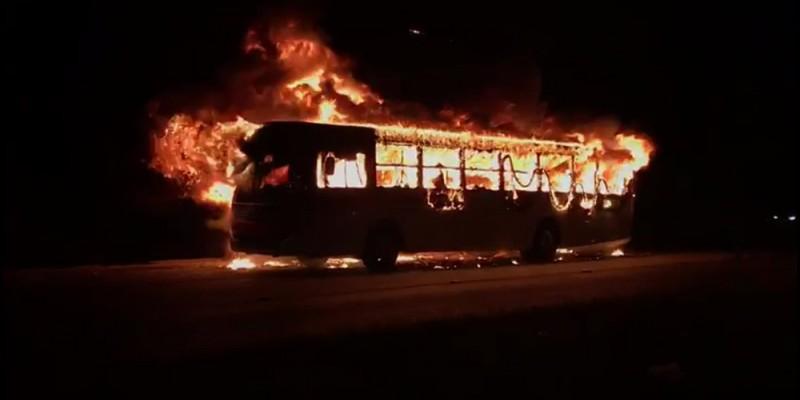 De acordo com o governo, oito casos de fogo em coletivos foram registrados desde a noite de domingo