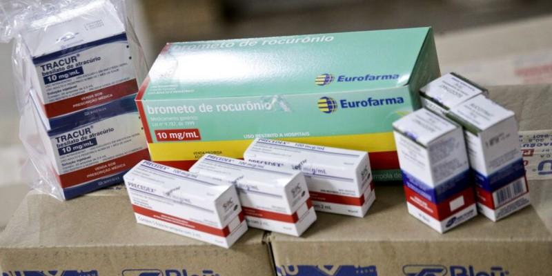 A distribuição às unidades federativas ocorre por meio de parceria com o Conselho Nacional dos Secretários de Saúde (Conass) e o Conselho Nacional das Secretarias Municipais de Saúde (Conasems)