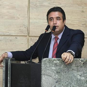 """""""A gente não pode ir contra o que foi decidido pelo governo do estado"""", afirma Bruno Lambreta"""