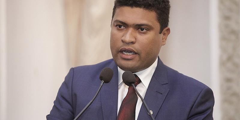 Ele é pré-candidato a prefeito contra o atual Anderson Ferreira