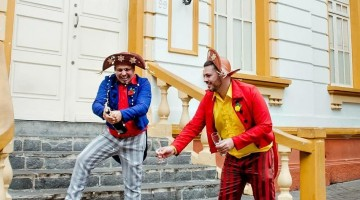 Casal homoafetivo faz ensaio fotográfico em pontos turísticos