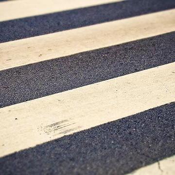 Dezesseis novas faixas são implantadas em frente às escolas municipais