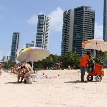 Trabalhadores que atuam nas praias pernambucanas serão beneficiados com três parcelas de R$ 180 ao mês