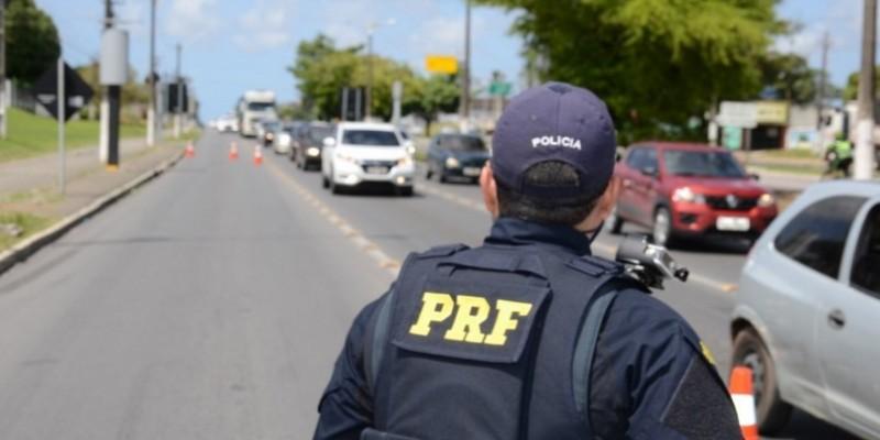 A Polícia Rodoviária Federal informou ainda que, em 2020, foram consultados 311.839 mil veículos e 263.358 mil pessoas, sendo emitidos 131.511 mil autos de infração por diversas irregularidades