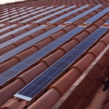 Inovação na construção civil incluí telhas que produzem energia