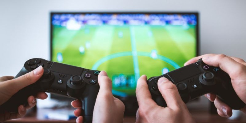O Recife está entre as cinco cidades mais representativas em produção de games no pais. As outras são Rio de Janeiro, São Paulo, Brasília e Porto Alegre.
