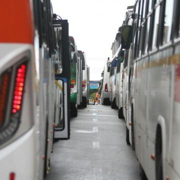 Passageiros realizam protesto no Terminal Integrado de Igarassu