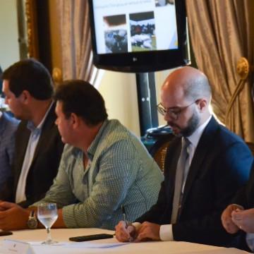 Reunião de promotores reforça combate ao petróleo litoral pernambucano