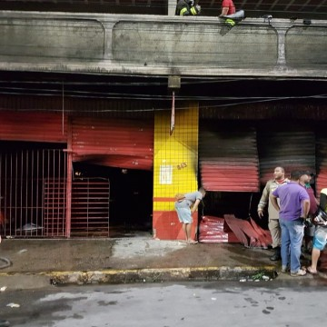 Incêndio atinge loja em Jaboatão dos Guararapes