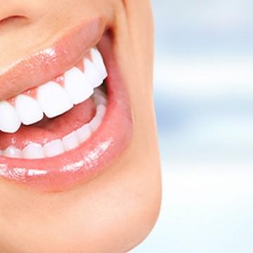 Implante dentário é a solução segura para voltar a ter dentes fixos