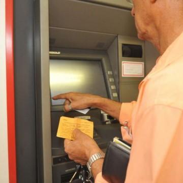 Bancos abrem de manhã na véspera do Natal