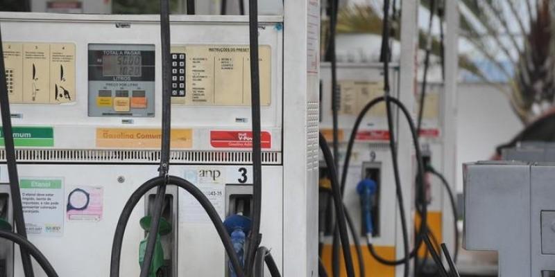 Auditores fiscais e a Polícia Militar também participam da operação que já visitou dois postos revendedores de combustíveis na cidade de São Joaquim do Monte