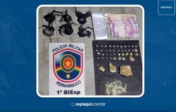 Um adolescente e uma jovem são detidos com drogas em Caruaru.