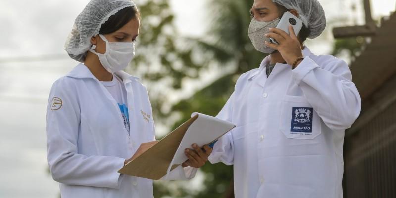 As equipes estão entrando em contato com esses usuários, por meio de ligação telefônica, para reforçar a necessidade da aplicação da dose