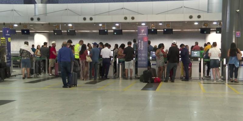 Somente em agosto, o terminal da capital pernambucana contabilizou 240 mil pessoas chegando e partindo do aeroporto, número bem acima dos registrados no início da pandemia, em abril, quando beiravam os 44 mil