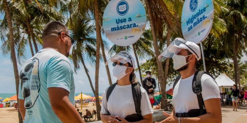 """O nome da campanha já manda o recado : """"Viva o verão com cuidado, o coronavírus não está de férias"""""""