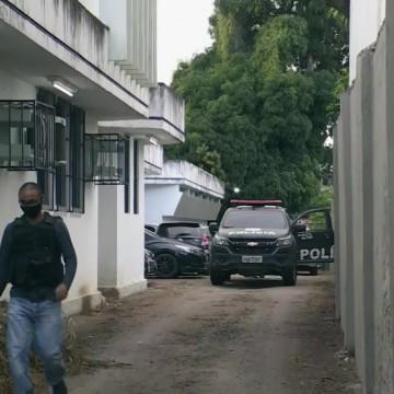 Três assessores parlamentares são presos em operação da Polícia Civil