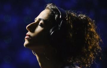 'Calma' abre com força e beleza o percurso para o álbum 'Portas' de Marisa Monte.