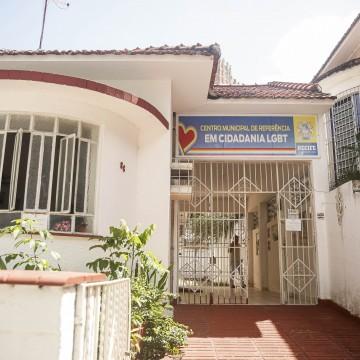 População LGBT em vulnerabilidade social recebe cestas básicas e atendimento no Recife