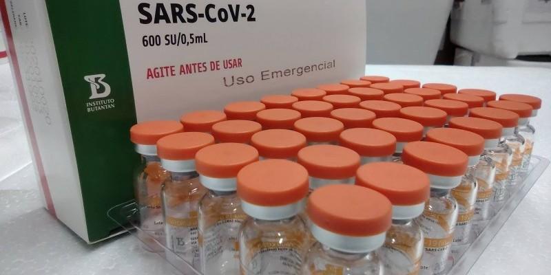 Serão 5,1 milhões de doses da AstraZeneca/Oxford, da Fiocruz, e 104,8 mil doses da Coronavac