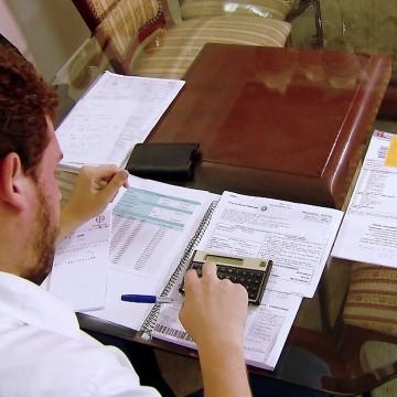 Consultor financeiro dá dicas de como quitar as dívidas e criar reserva emergencial