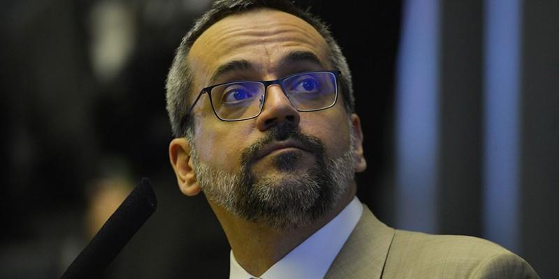 Ofício enviado ao ministro da Economia continha erros básicos de português