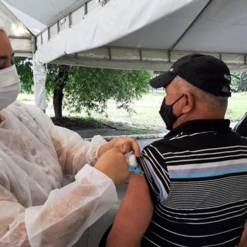 Recife amplia vacinação contra covid-19 para pessoas entre 50 a 54 anos de idade com comorbidades