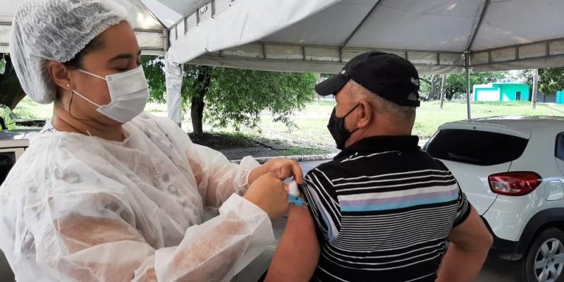 A partir desta quarta-feira (12), pessoas com comorbidades que tenham entre 50 e 54 anos de idade podem ser vacinadas contra a covid-19 no Recife